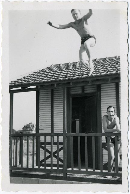 fp1159 (man jumps off roof)