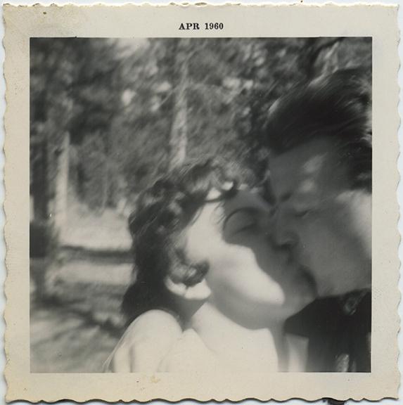 fp5960(Man&Woman_Couple_Kissing)