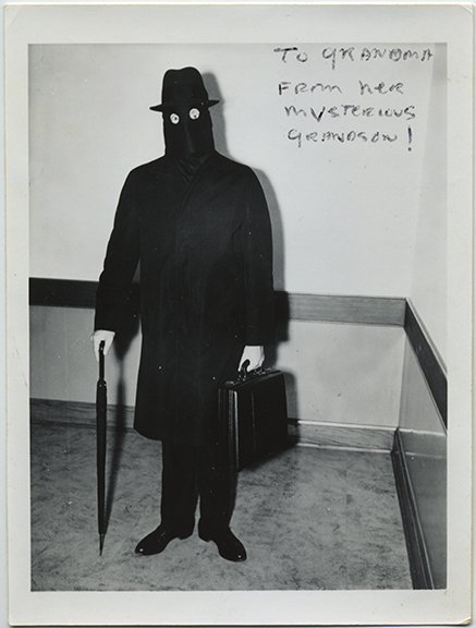 fp5244(ToGrandmaFromHerMysteriousGrandson_Burglar_Costume_Halloween)