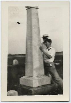 fp4779(TwoMen_Cemetary_Obelisk)