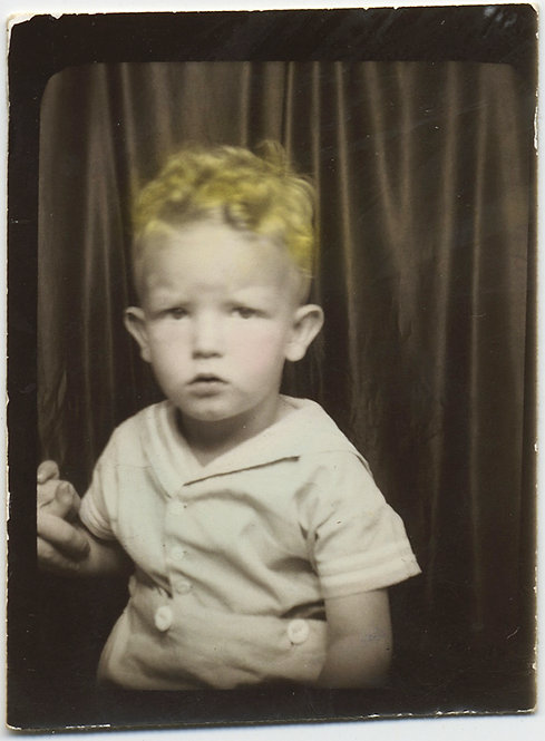 DELIGHTFUL HAND TINTED PHOTOBOOTH w GOLDEN HAIR FURROWED BROW UNSEEN MOTHER HAND