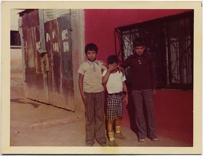 fp10297(Slum-Kids-Cover-Face)