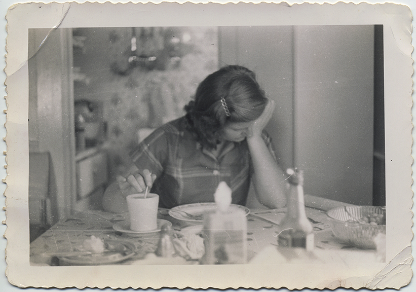 fp4975(Girl_BreakfastTable)