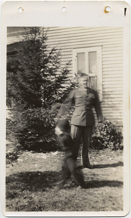 BLURRY SOLDIER and MOVEMENT BLUR MOVING BLURRY KID! 1944-45