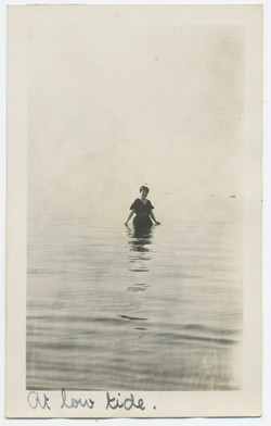 fp2468(Woman_Wading)