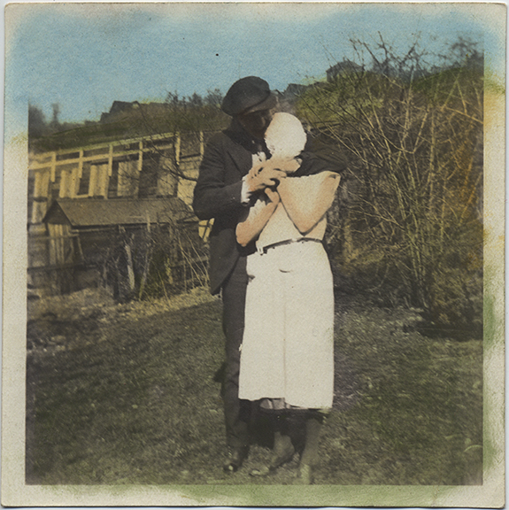 fp4982(Man&Woman_Hold_Rural_Tinted)