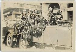 fp6189(GP_Girls_FourthOfJuly_ParadeFloat_PatrioticAmerican)