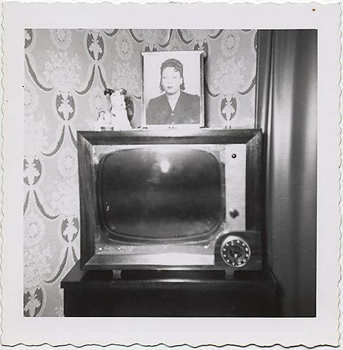 VINTAGE TV w AMAZING WALLPAPER & PORTRAIT AFRICAN-AMERICAN WOMAN & FIGURINE