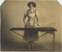 fp2486(WomanPlayingXylophone)