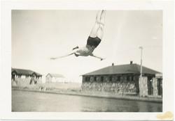 fp2662(Woman_Diving)