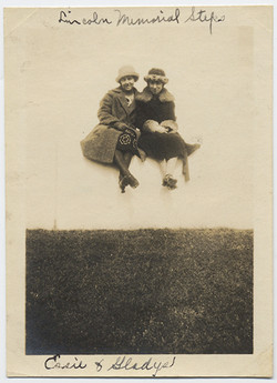 fp4128(WomenSeated_Floating)