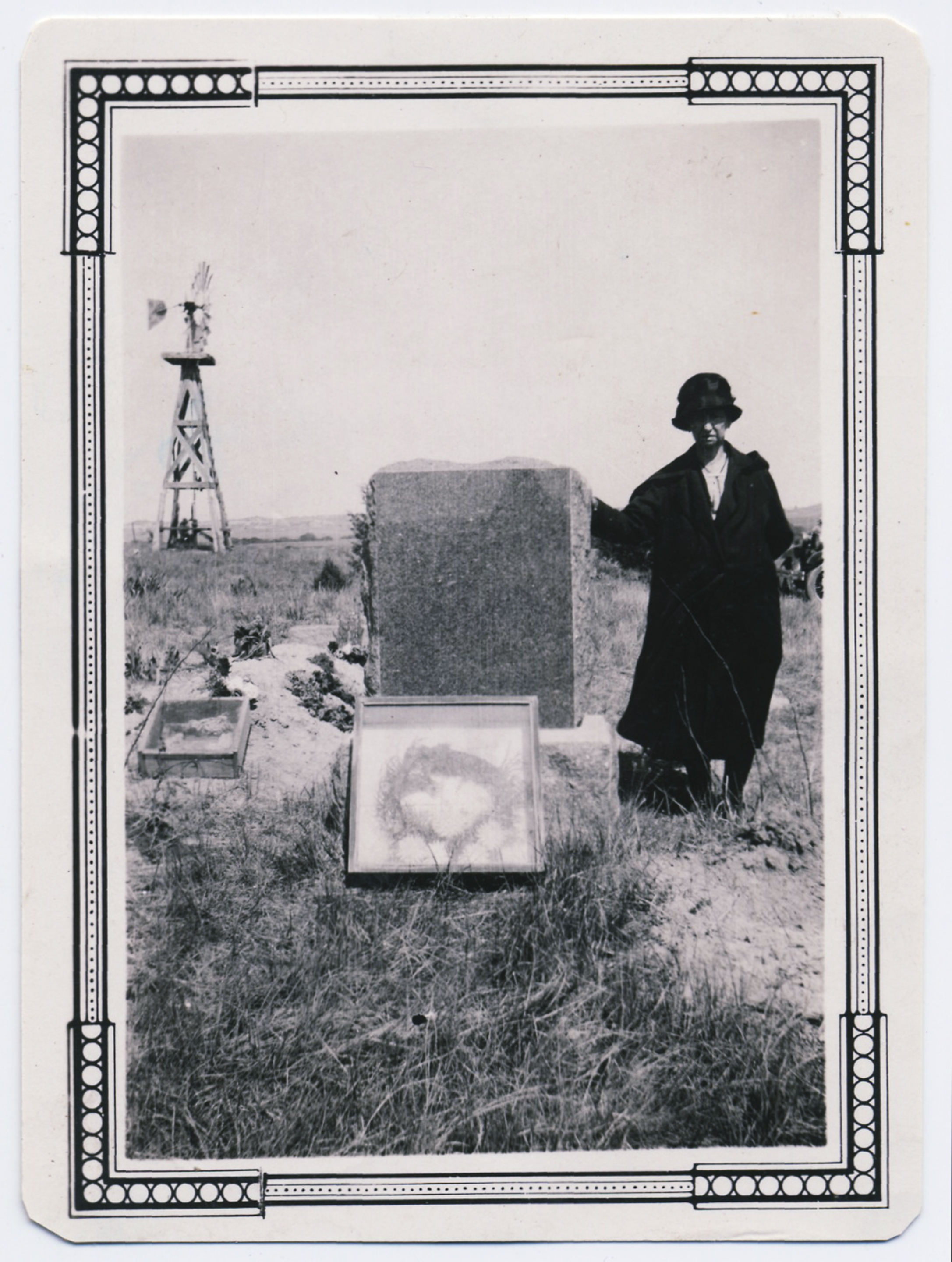 fp3367(Woman_Tombstone)