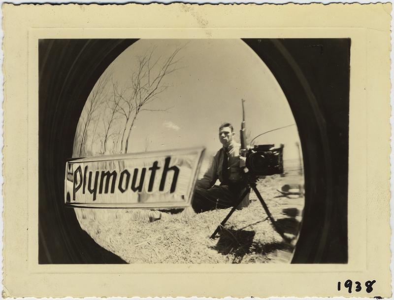 fp10377(Hubcap-Man-Rifle-Plymouth)