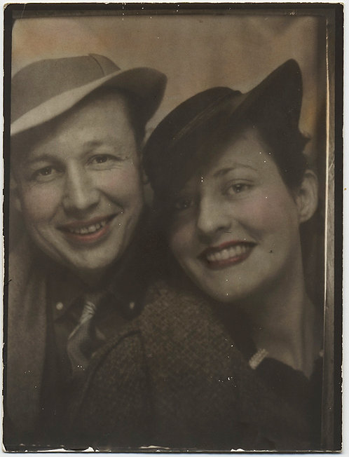 LOVELY LARGE DIRECT POSITIVE PHOTOBOOTH-like IMAGE HAPPY COUPLE in HATS TINTED