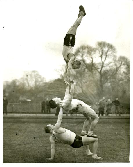 fp0669 (acrobat threesome)
