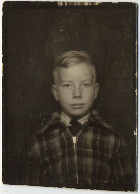 CUTE SERIOUS ADULT MATURE LOOKING FRECKLED BOY w PLAID JACKET & TIE PHOTOBOOTH