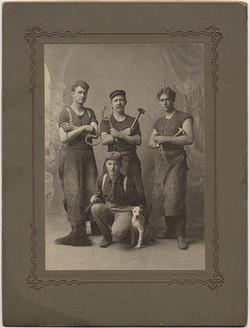 fp2341(Wertz&Son_GP_Blacksmiths_Horseshoe_Dog)