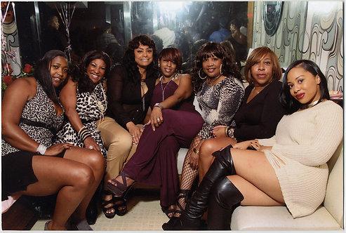 HOT POSSE of STYLISH BLACK AFRICAN AMERICAN WOMEN ENJOY GIRLS NIGHT OUT