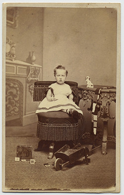 fp3430(CDV_ToddlerBoy_Seated)