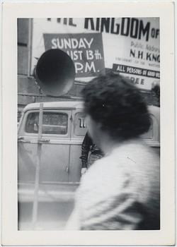 fp5918(Woman_Loudspeaker_Billboard)