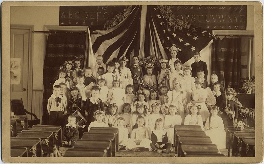 fp3699(GP_Schoolchildren_Classroom_CostumesDrummerBoy_AmericanFlag)