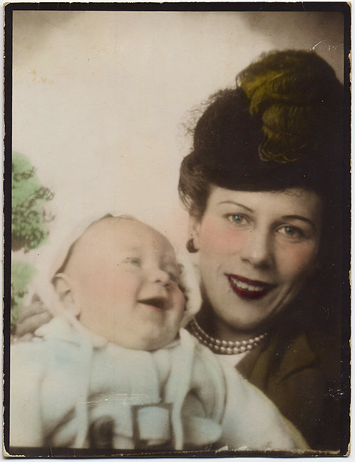 STUNNING LARGE DIRECT POSITIVE PHOTOBOOTH HAND TINTED COLORED LAUGHING BABY MOM