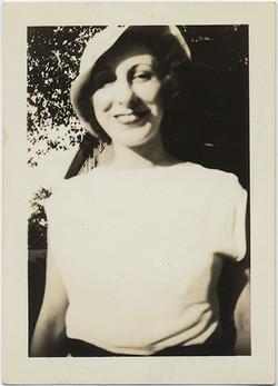 fp6352(Woman_HalfBodyShot)