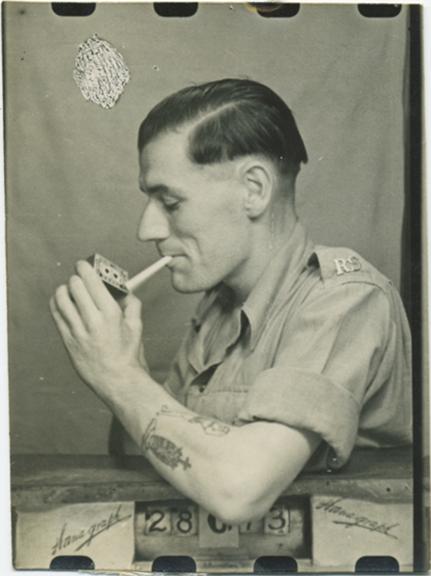 fp2328(Man_Profile_Cigarette)