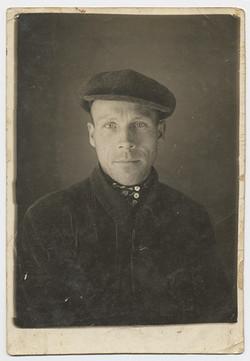 fp2757(Man_Portrait_WoolCap)
