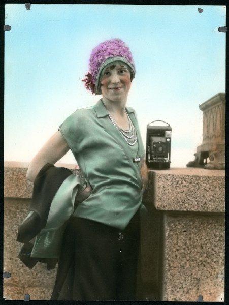 fp0348(PB_WomanWithCamera-tinted)