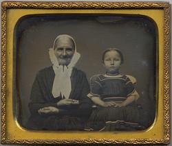 fp3634(DG_OldWoman&Girl_Bonnet)