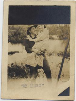 fp5847(ManCarryingWoman_Couple_Lake_MyHero)