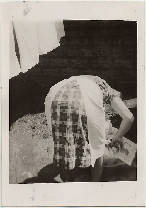 STUNNING BENT BENDING OVER HEAD HIDDEN WOMAN HANGING LAUNDRY GREAT COMPOSITION