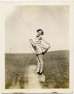 fp1015 (girl posing in field)