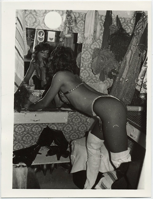 SEXY LEGGY STRIPPER SHOWGIRL BACKSTAGE in FISHNETS APPLIES MAKEUP in MIRROR