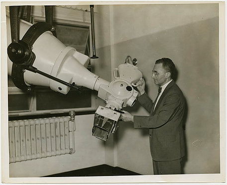 PRESS PHOTO PHYSICIST Dr A Failla w HUGE GE X-RAY MACHINE MEMORIAL HOSPITAL NYC