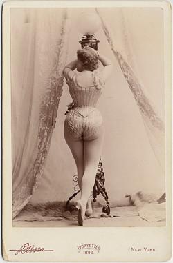 fp8377(CC-Ivoryettes-Woman-Lamp)