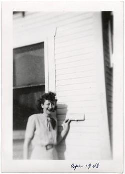 fp1182 (Woman at Mail Slot)
