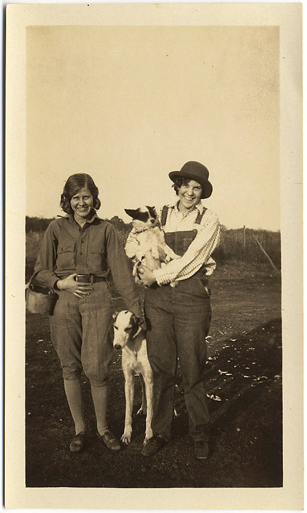 GORGEOUS WOMEN w PET GREYHOUND & CUTE POOCH in ARMS LESBIAN? QUEER DOG DELIRIUM