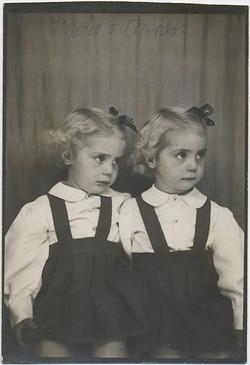 fp5858(Girls_Twins_Linda&Brenda)