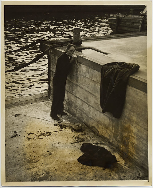 HOMELESS MAN GREAT DEPRESSION SHAVES w RAINWATER fm PUDDLE on DOCK SOCIAL DOC
