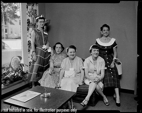 """4x5 NEGATIVE PRESS PHOTO The """"Liquor Dealer's Women: WIVES of 50s GROUP PORTRAIT"""