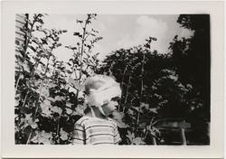 fp4275(Boy_BandagedHead_Garden)