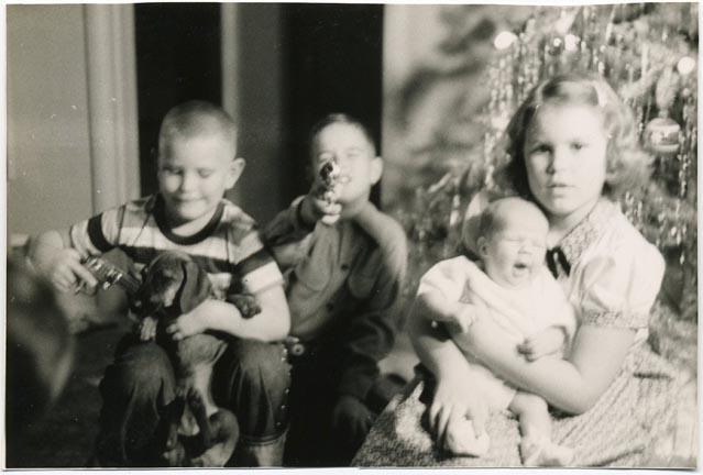 fp1587 (kids threaten dachshund w gun)