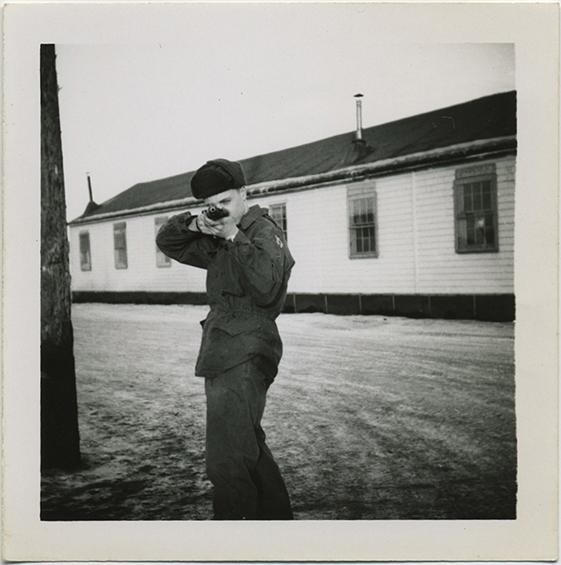 fp3877(Soldier_RifleAimedAtCamera)