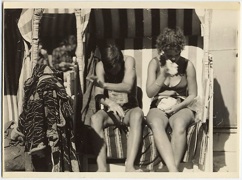 COMPLEX FOCUS BEACH TOWEL and TWO YOUNG TEENAGERS on BEACH CHAIR BRUSHING EATING