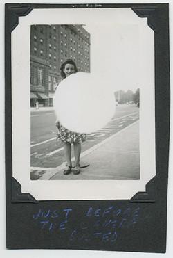 fp3763(Woman_Street_BrightLight)