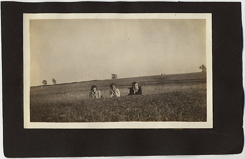 3 WOMEN LOOK and PLAY CUTE in a FIELD!