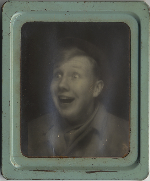 fp4110(PM_Boy_HappySurprised_GreenFrame)