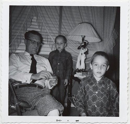 COMPLEX DYNAMIC! DAD and SHELLSHOCKED WARY SCARED KIDS & BLACKAMOOR LAMP